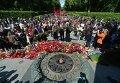 Возложение цветов в киевском парке Славы 9 мая 2015 года