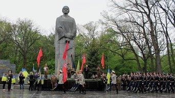 Торжества в Харькове открылись парадом