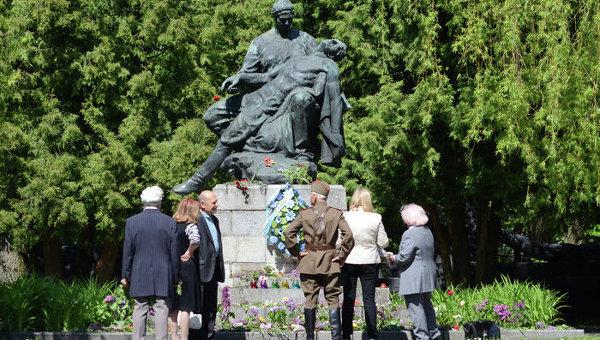 Холм Славы во Львове 9 мая 2015 года
