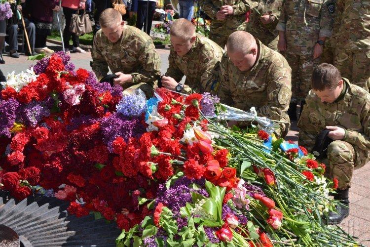 Возложение цветов к Мемориалу Славы в Виннице