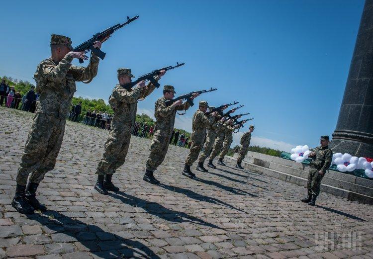 Военный салют в Житомире