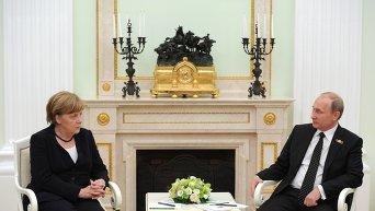 Владимир Путин и Ангела Меркель во время встречи в Кремле