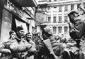 Советские солдаты на улицах Берлина. Май 1945. (Архивные фото)