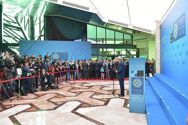 Джон Керри дает брифинг на встрече глав МИД стран-членов НАТО в Турции