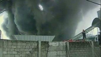 Пожар на фабрике на Филиппинах. Видео