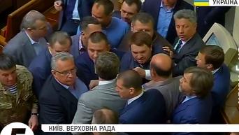 Депутаты устроили потасовку в Раде. Видео