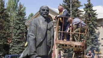 Демонтаж памятника Ленину в Запорожской области