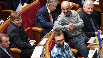 Депутаты во время заседания парламента. Архивное фото