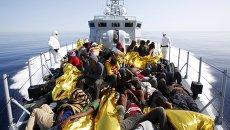 Нелегальные мигранты у берегов Сицилии. Архивное фото