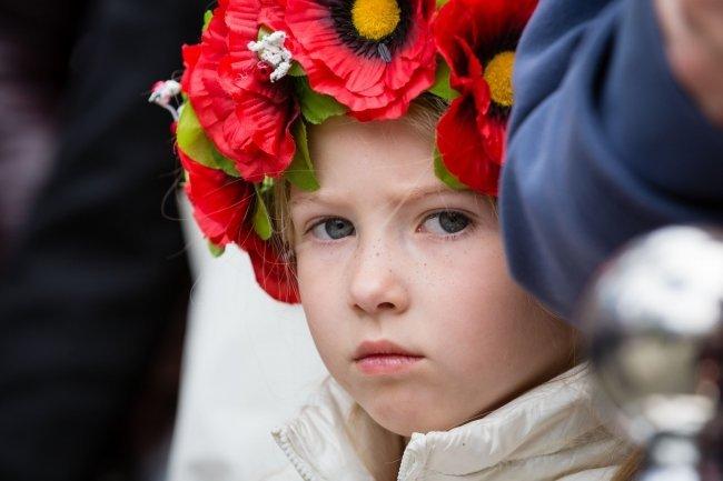 Девочка в Национальном историко-мемориальном заповеднике Быковнянские могилы