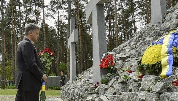 Петр Порошенко в Национальном историко-мемориальном заповеднике Быковнянские могилы