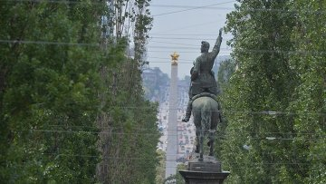 Памятник Щорсу в Киеве: конь лишился ноги
