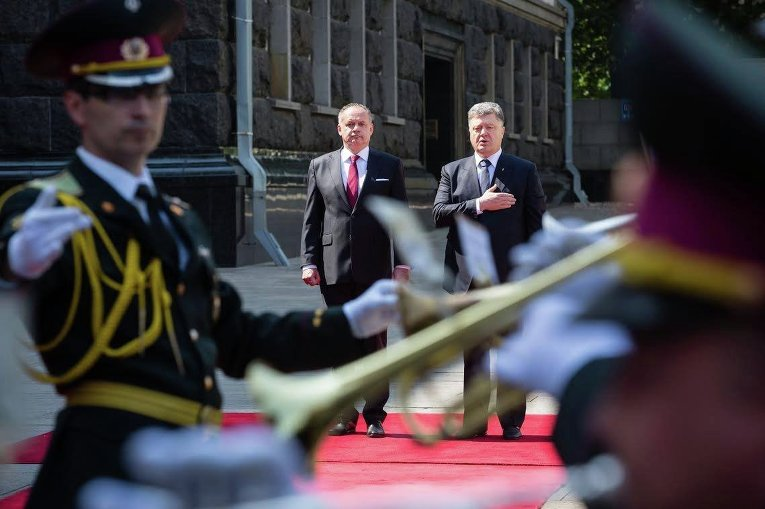 Петр Порошенко и Андрей Киска во время встречи в Киеве, 20 мая 2015 г.
