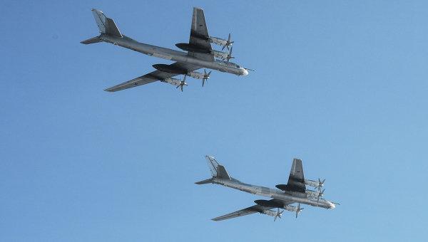 Самолеты Ту-95 ВВС РФ. Архивное фото