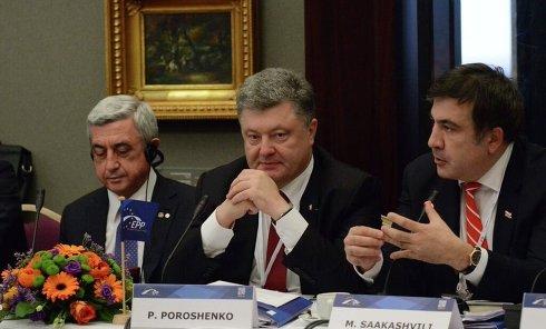 """Петр Порошенко и Михаил Саакашвили на саммите """"Восточного патнерства"""" в Риге"""