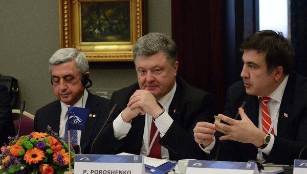 Петр Порошенко и Михаил Саакашвили на саммите Восточного патнерства в Риге