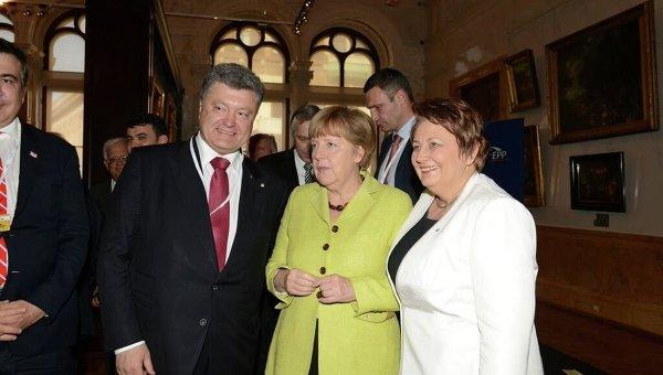 Петр Порошенко и Ангела Меркель на саммите Восточного партнерства в Риге