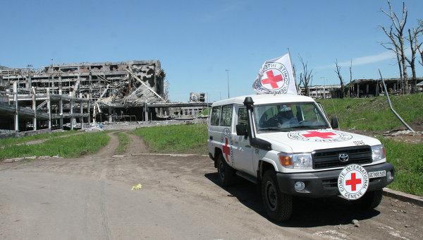 Машина Красного Креста в Донбассе. Архивное фото