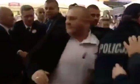 Нападение на президента Польши. Видео