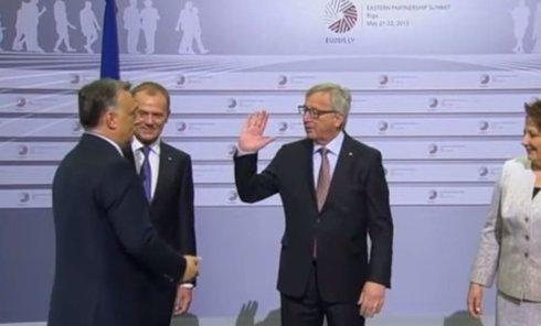 Юнкер дал пощечину Орбану на саммите в Риге. Видео