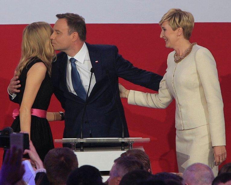 Анджей Дуда радуется победе на президентских выборах в Польше