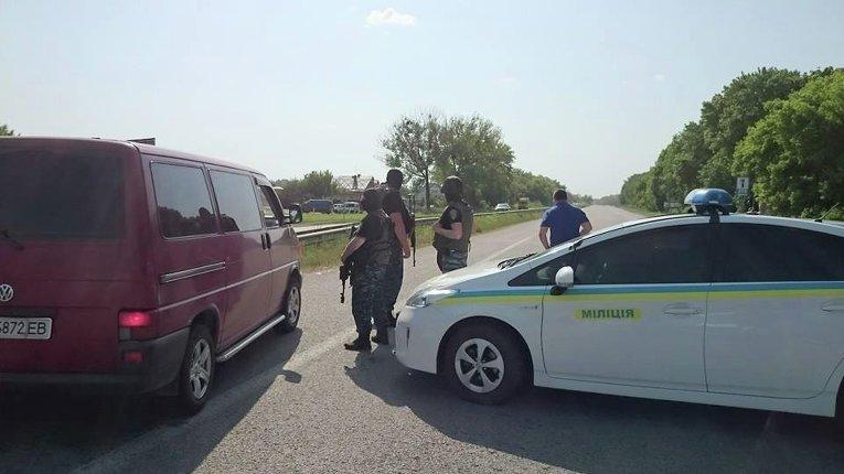 На автозаправке ОККО в районе села Коротич были захвачены заложники