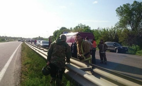 Трасса Киев - Харьков, заблокированная из-за захвата заложников