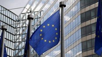 Флаг Евросоюза (ЕС) возле здания Еврокомиссии в Брюсселе, Бельгия. 20 мая 2015 г.