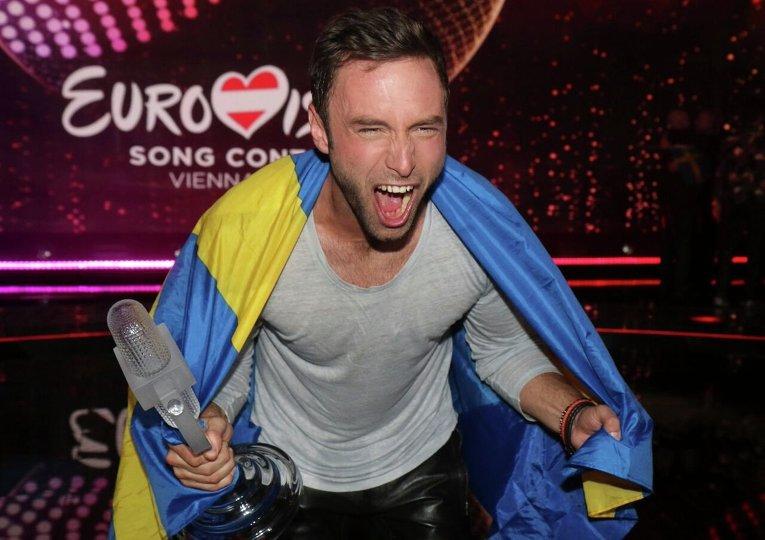 Монс Сельмерле из Швеции празднует победу в Евровидении