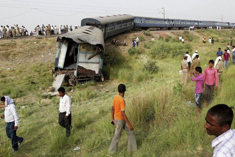 В Индии поезд сошел с рельсов