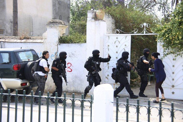 В Тунисе военнослужащий расстрелял своих сослуживцев. Погибли три человека