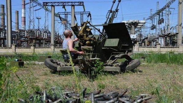 Украинский военный на Луганской ТЭС. Архивное фото