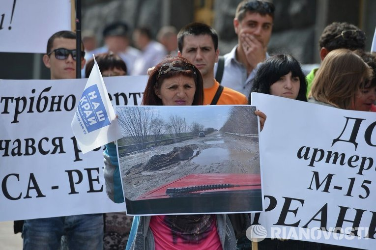 У Кабмина пикетчики требовали отремонтировать дороги в Одесской области