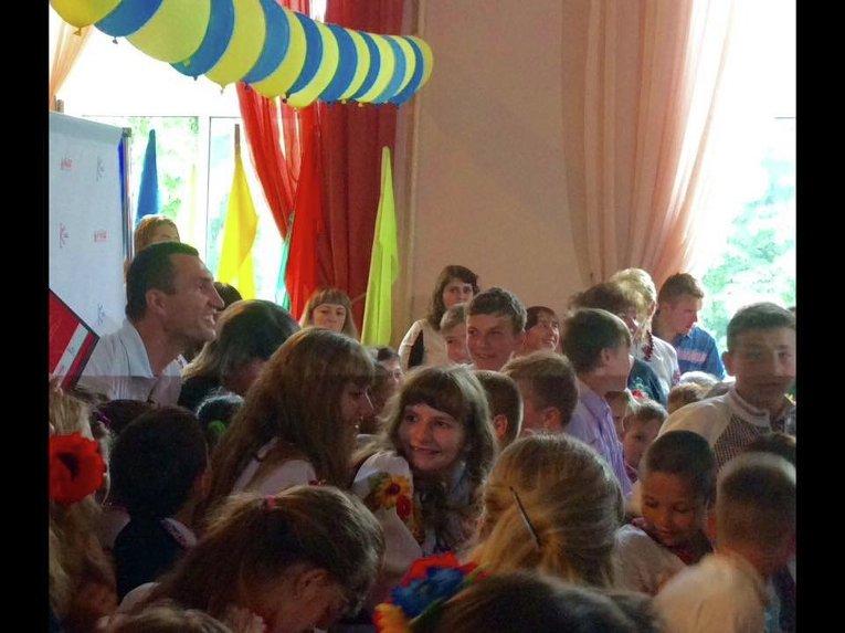 Владимир Кличко в одной из школ Переяслав-Хмельницкого на празднике последнего звонка