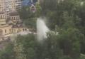 Из-за прорыва трубы в Киеве возник огромный фонтан. Видео