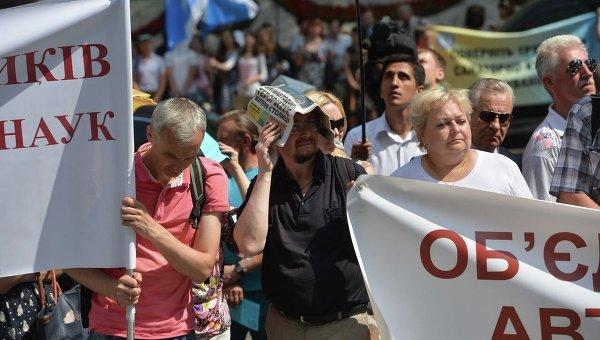 Профсоюзы у Кабмина требуют повышения зарплат. Архивное фото