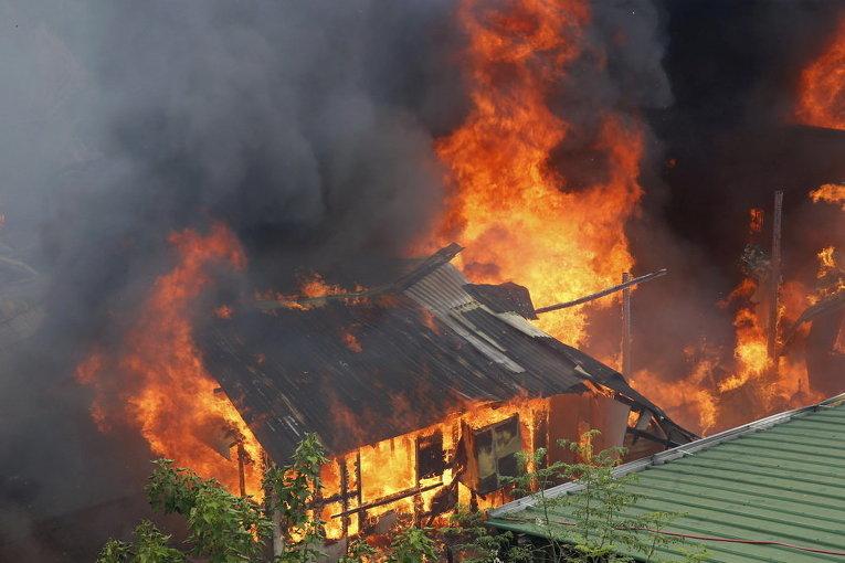 Пожар в жилом районе в Кесон-Сити на Филиппинах