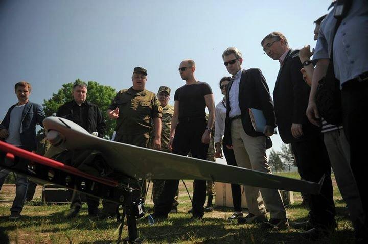 Премьер-министр Арсений Яценюк посетил Яворовский полигон