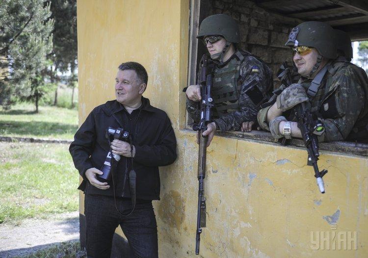 Министр внутренних дел Украины Арсен Аваков посетил Яворовский полигон