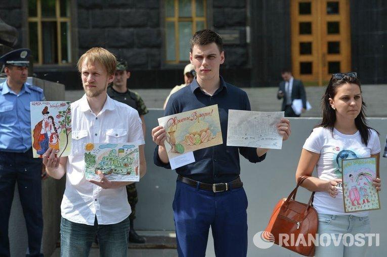 Пикет у Кабмина Дети, оставленные на войне
