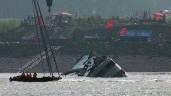 Китайские спасатели подняли на поверхность затонувшее судно Звезда Востока