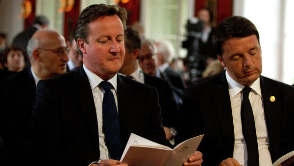 Премьер-министр Великобритании Дэвид Кэмерон со своим итальянским коллегой Маттео Ренци