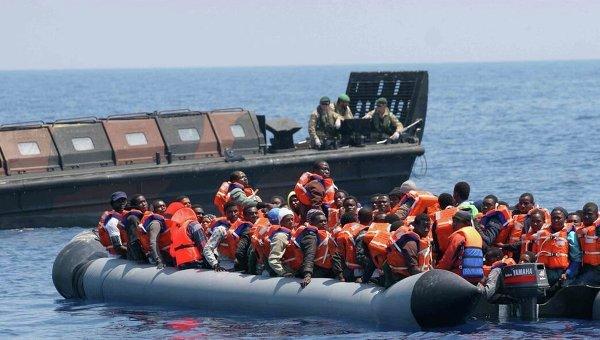 Британские ВМС спасают мигрантов в Средиземном море