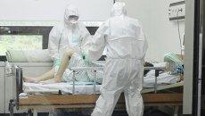 В Южной Корее врачи осматривают пациента. Архивное фото