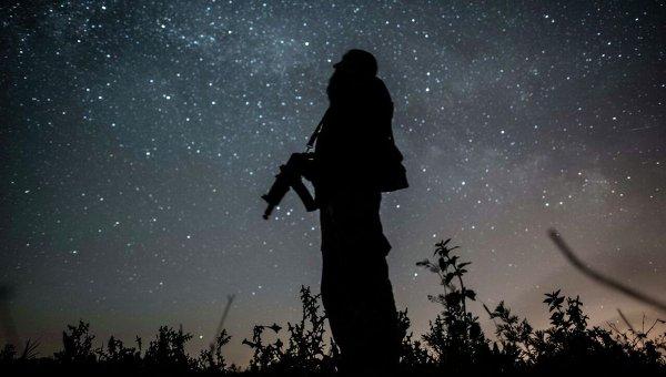 Боец ВСУ на посту недалеко от Донецка