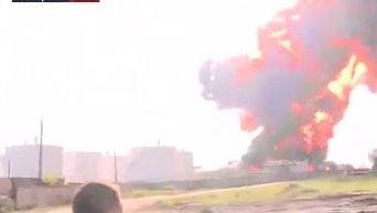 Взрывы в прямом эфире на нефтебазе. Видео