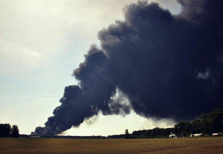 Пожар на нефтехранилище в Киевской области