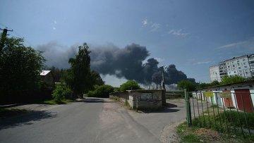 Дым от пожара на нефтебазе под Киевом