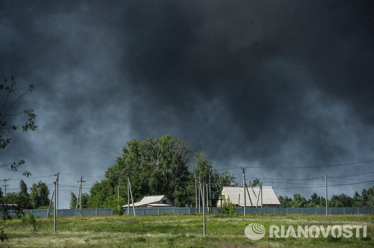 Село Киевской области близ места пожара на нефтебазе