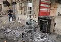 Место взрыва заминированного автомобиля возле ресторанов и магазинов в восточной части Багдада, Ирак